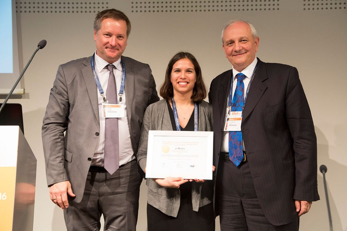 Joana Neves receives the ESUI Best Poster Award